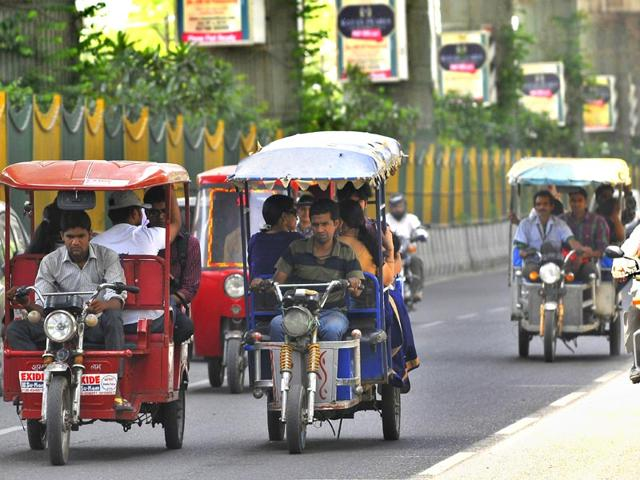 E-rickshaws-the-three-wheelers-that-run-at-a-speed-of-25kmph-are-fast-emerging-as-an-eco-friendly-substitute-to-vehicles-run-on-petrol-diesel-and-compressed-natural-gas-CNG-Sunil-Ghosh-HT-photo