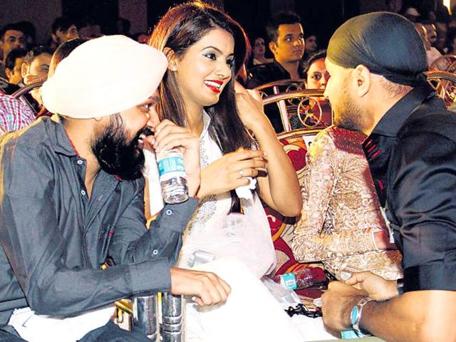 A-friend-looks-on-as-Geeta-Basra-speaks-to-Harbhajan-Singh-at-a-charity-even-hosted-by-Yuvraj-Singh-HT-Photo-Yogen-Shah