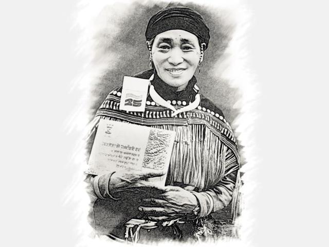 Rani-Gaidinliu-with-The-Freedom-Fighter-Tamrapatra-Award-1972-given-by-the-then-Prime-Minister-Indira-Gandhi-Photos-Biju-Boro