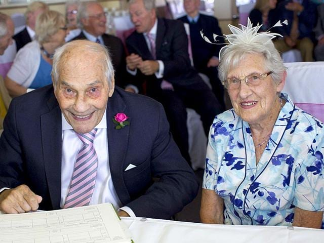 Doreen-Luckie-R-aged-91-and-George-Kirby-aged-103-sign-the-register-during-their-wedding-ceremony-at-the-Langham-Hotel-in-Eastbourne-southern-England-AFP-Photo