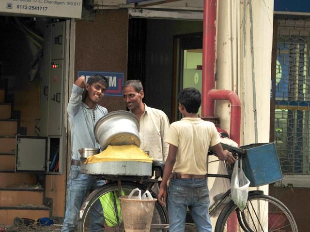 A-roadside-chole-kulche-vendor-at-Sector-17-in-Chandigarh-Ravi-Kumar-HT-Photo