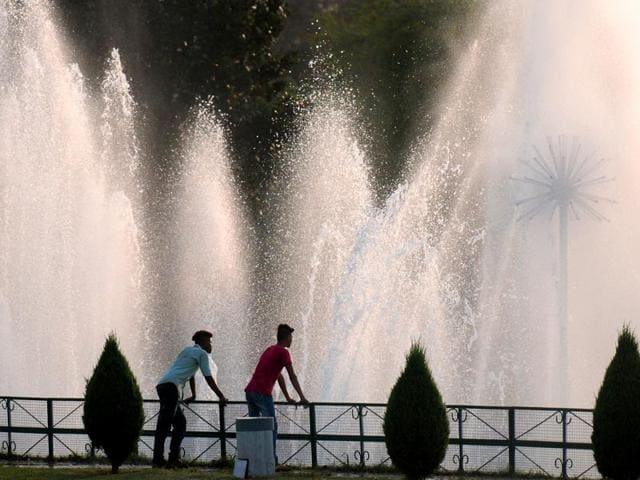 Residents-enjoy-a-pleasant-evening-by-the-fountain-at-Rose-Garden-in-Sector-16-Chandigarh-Sanjeev-Sharma-HT-Photo