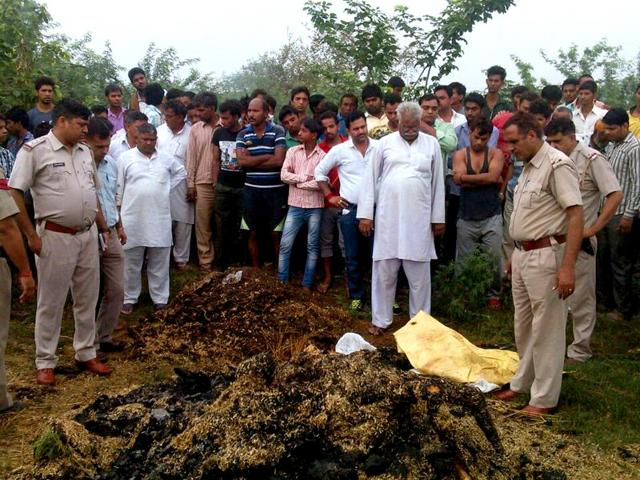 Police-investigating-the-spot-from-where-the-charred-bodies-of-two-women-have-been-recovered-in-Sonepat-village-on-Monday-Manoj-Dhaka-HT-Photo