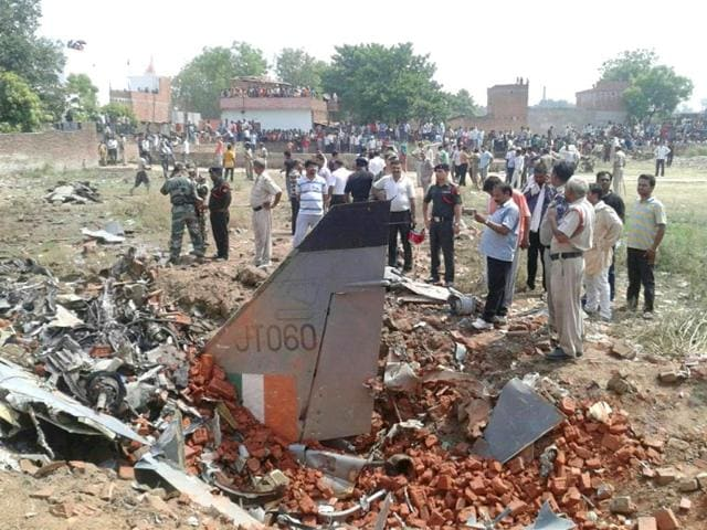 Police-and-defence-personnel-inspect-remains-of-the-IAF-Jaguar-aircraft-which-crashed-in-Allahabad-on-Tuesday-HT-Photo