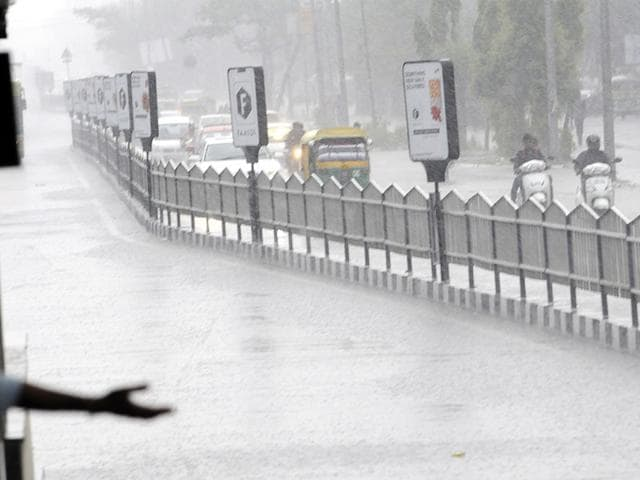 Heavy-pre-monsoon-showers-hit-Bhopal-late-on-Monday-evening-Bidesh-Manna-HT-photo