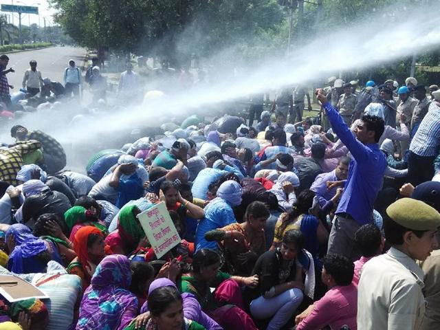 Police-use-water-cannons-mild-cane-charge-to-disperse-protesters-Sant-Arora-HT