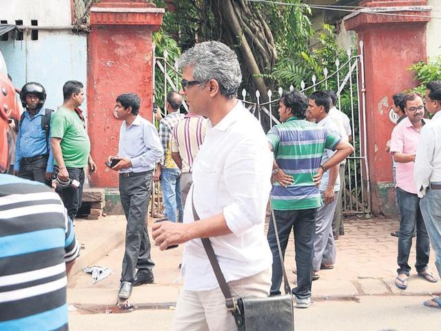 Suman-Mukhopadhyay-in-front-of-3-Robinson-Street-on-Tuesday-Prateek-Choudhury-HT-PHOTO
