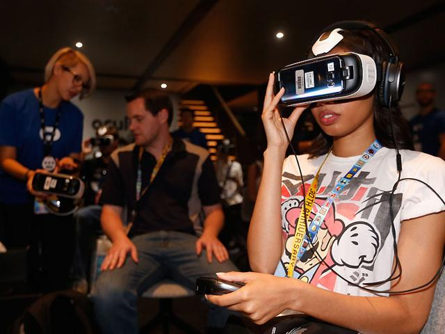 Game-enthusiasts-test-the-Samsung-Gear-VR-powered-by-Oculus-at-the-Annual-Gaming-Industry-Conference-E3-at-the-Los-Angeles-Convention-Center-in-Los-Angeles-Photo-AFP-Christian-Petersen-Getty-Images