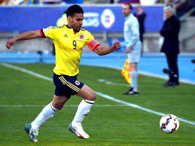 Colombia-s-forward-Radamel-Falcao-Garcia-runs-with-the-ball-during-their-2015-Copa-America-football-championship-match-against-Venezuela-in-Rancagua-Chile-on-June-14-2015-AFP-Photo