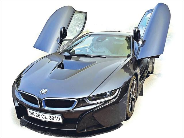 The-looks-of-BMW-i8-are-attention-magnets
