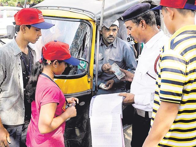 Gurgaon,Traffic cops,Students