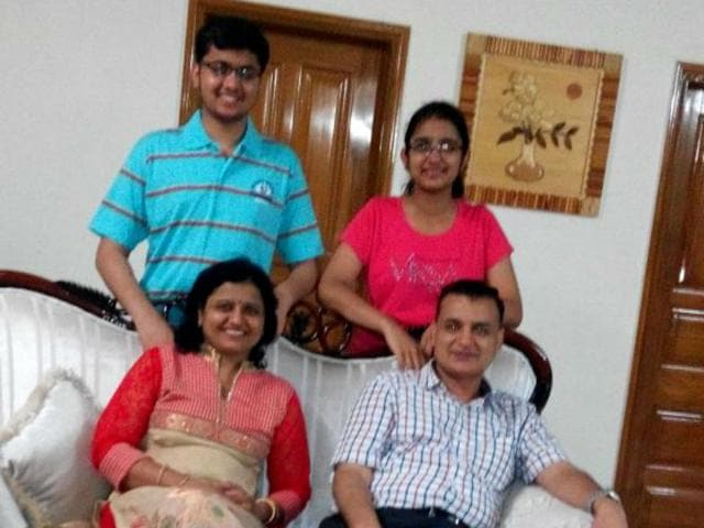 AIIMS-topper-Navsheen-Singhal-with-his-family-in-Hisar-on-Friday-HT-Photo