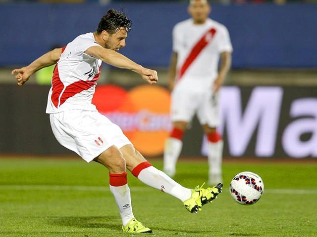 Peru-s-Claudio-Pizarro-scores-a-goal-against-Venezuela-during-a-Copa-America-Group-A-soccer-match-at-the-Elias-Figueroa-stadium-in-Valparaiso-Chile-on-June-18-2015-AP-Photo