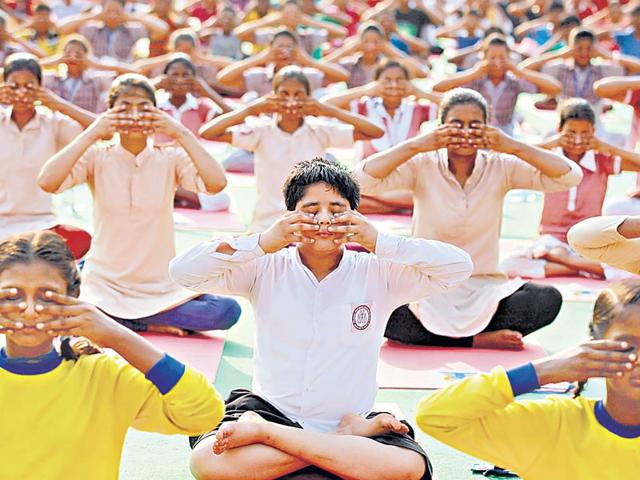 Children-take-part-in-a-full-dress-rehearsal-at-Rajpath-in-preparation-for-the-celebrations-for-the-first-International-Yoga-Day-on-Sunday-Arvind-Yadav-HT-Photo