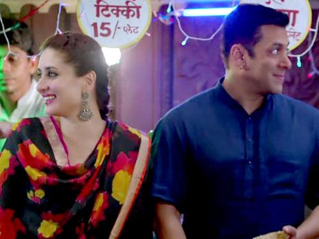 Salman-Khan-and-Kareena-Kapoor-in-the-song-Tu-Chahiye-from-Bajrangi-Bhaijaan
