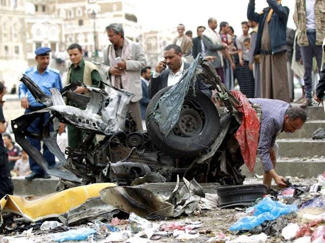 Yemenis-surround-outside-the-Kobbat-al-Mehdi-Shiite-mosque-in-Sanaa-after-a-car-bomb-targeting-the-area-killed-two-people-AFP-Photo