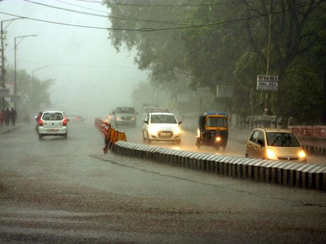 Heavy-pre-monsoon-showers-hit-Bhopal-on-Saturday-evening-and-light-rain-continued-till-late-night-Praveen-Bajpai-HT-photo