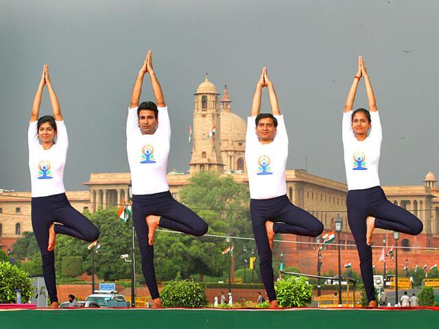 People-perform-yoga-at-Rajpath-New-Delhi-Arvind-Yadav-HT-Photo