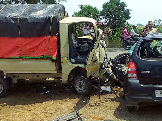People-look-at-the-mangled-remains-of--ill-fated-car--in-which-Shashi-Bala-former-captian-of-Indian-women-s-hockey-team-was-travelling-on-Sunday-morning-HT-Photo