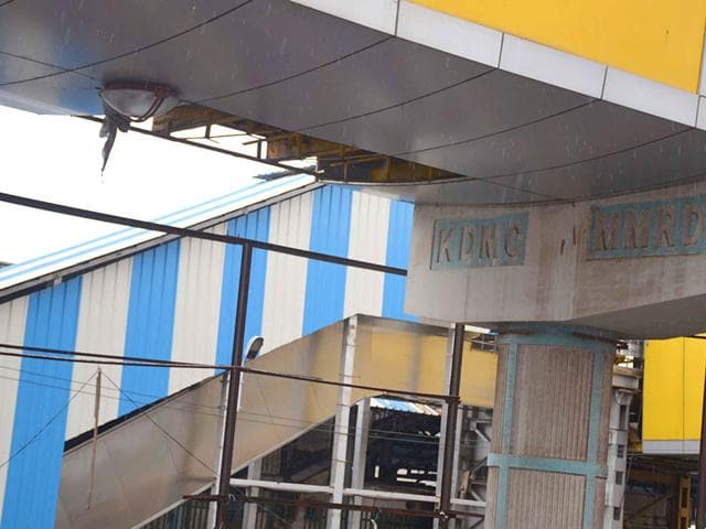 Kalyan skywalk collapses