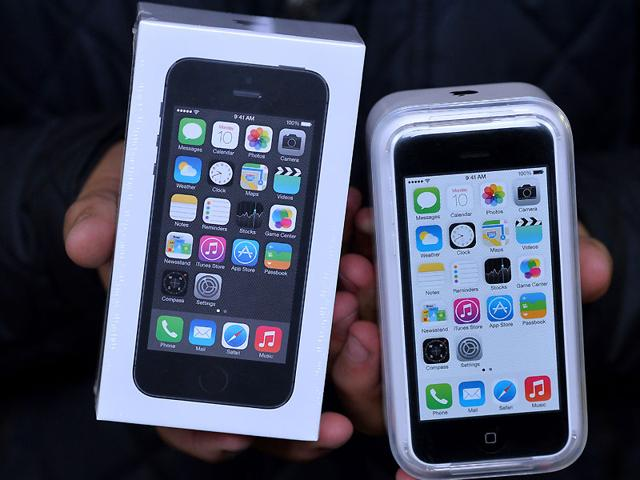 More consumers are switching to iPhone from Android than ever before. Photo: AFP