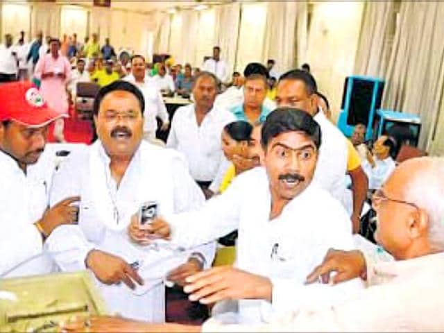The-corporators-indulged-in-a-war-of-words-at-the-LMC-House-on-Monday-Ashok-Dutta-HT-Photo