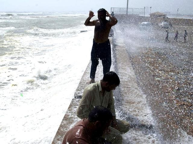Pakistani-youths-cool-themselves-from-a-leaking-water-pipeline-during-a-heatwave-in-Karachi-AFP-Photo