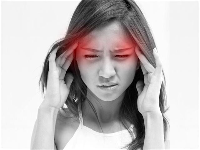 Not-only-junk-food-the-extra-time-spent-on-social-media-and-messenger-applications-further-complicate-things-for-migraine-patients-Shutterstock