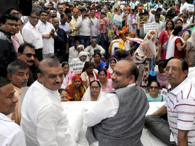 The-three-BJP-MLAs-who-were-marshalled-out-of-the-Delhi-Assembly-staged-a-dharna-with-other-party-workers-against-Delhi-government-s-decision-of-electricity-bill-price-hike-and-other-demands-Sonu-Mehta-HT-Photo