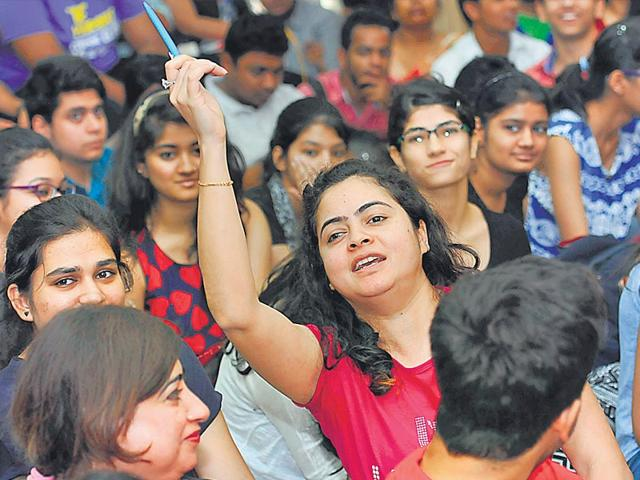 Applicants-fill-up-forms-on-the-last-day-of-registrations-on-Monday-Chinmaya-Sharma-HT-Photo