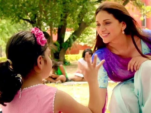 Aditi-Rao-Hydari-in-a-still-from-Guddu-Rangeela