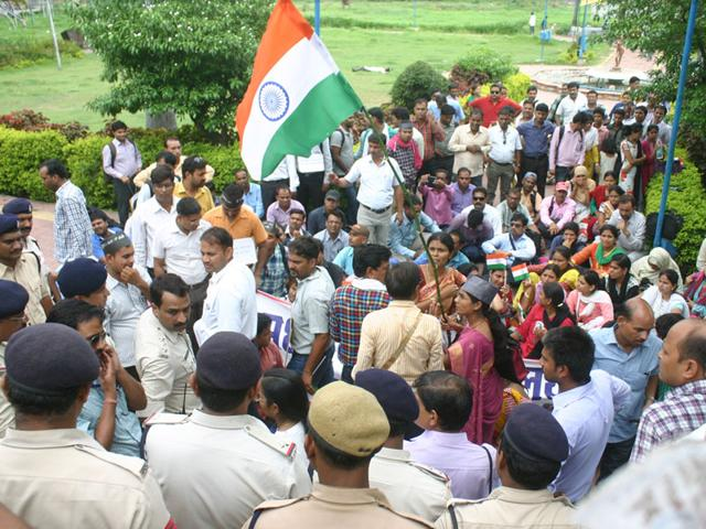 Guest-lecturers-protest-against-the-state-government-demanding-regularisation-in-Bhopal-on-Wednesday-Bidesh-Manna-HT-photo