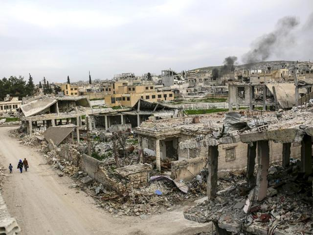 Islamic-State-IS-group-fighters-re-entered-the-Syrian-Kurdish-battleground-town-of-Kobane-after-detonating-a-suicide-bomb-AFP-Photo