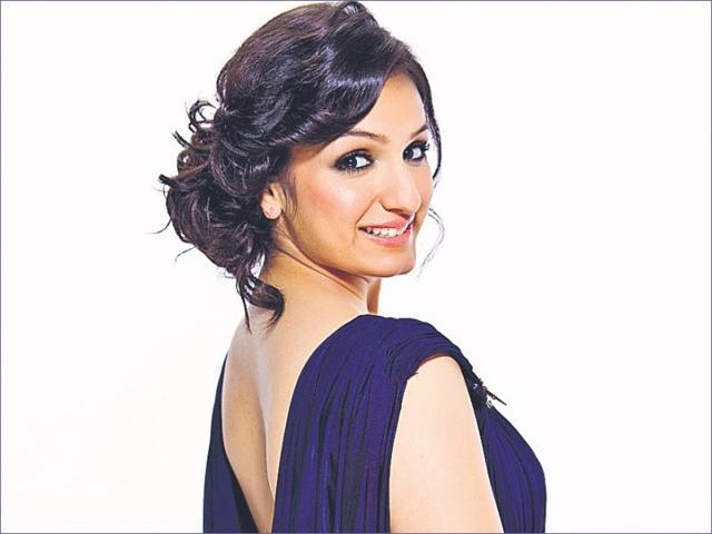 Aakriti-Kakkar-is-a-Bollywood-singer-popular-for-hits-like-Saturday-Saturday-and-Iski-Uski
