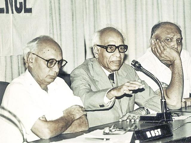 Retd-Justice-Hans-Raj-Khanna-in-middle-HT-Photo