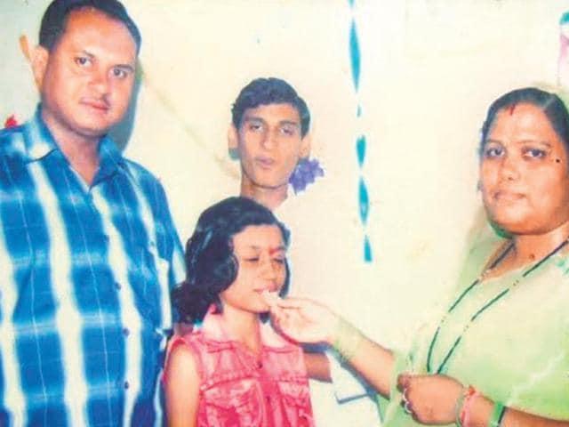 Chandrika-Rai-with-his-family-members