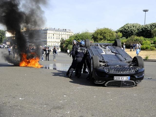 Paris protests against UberPOP,Taxi booking app,conventional taxi protests