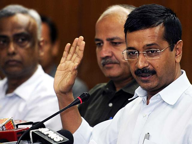 At least two Delhi Police constables lodged complaints of criminal defamation against CM Arvind Kejriwal came under fire after he allegedly labelled the cops 'thullas'. (Sushil Kumar/HT File Photo)
