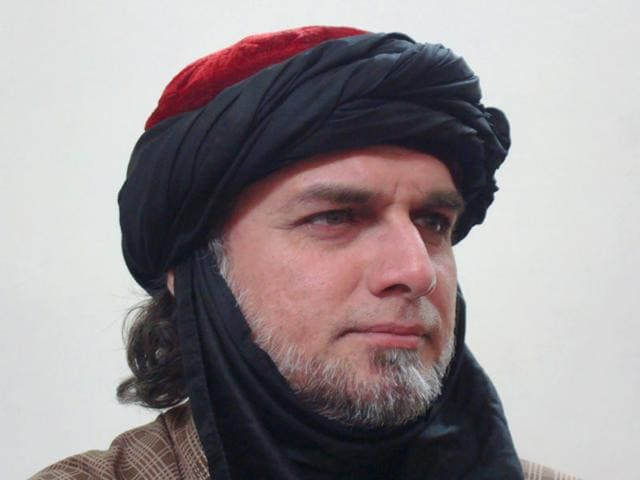 Zaid-Hamid-often-seen-wearing-a-trademark-red-cap-is-featured-brandishing-weapons-on-his-Facebook-page-and-his-blog-and-talking-about-a-plan-to-attack-and-capture-India-Photo-Zaid-Hamid-s-blog