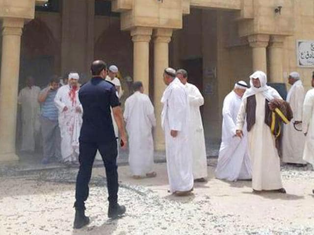 Kuwaiti-men-react-over-a-body-at-the-site-of-a-suicide-bombing-that-targeted-the-Shiite-Al-Imam-al-Sadeq-mosque-after-it-was-targeted-by-a-suicide-bombing-during-Friday-prayers-on-June-26-2015-in-Kuwait-City-The-IS-group-affiliated-group-in-Saudi-Arabia-calling-itself-Najd-Province-claimed-the-attack-AFP-Photo