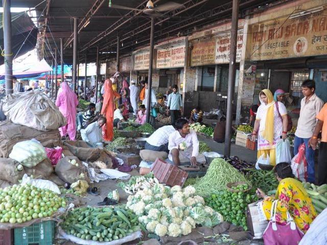 Karnal,wholelsale vegetable market,monsoon