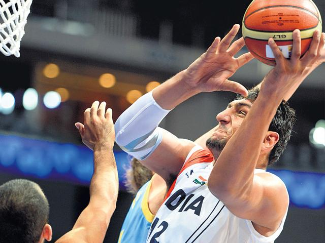 Satnam-Singh-Bhamara-gets-set-to-score-against-Kazakhstan-during-the-2013-Asian-Championships-in-Manila-Getty-Image