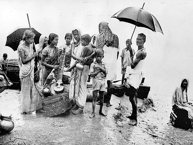 A-family-evacuated-from-Ibrahimpur-in-East-Bengal-after-riots-in-October-1947-One-woman-in-the-group-carries-a-string-instrument-while-another-is-armed-with-a-shot-gun