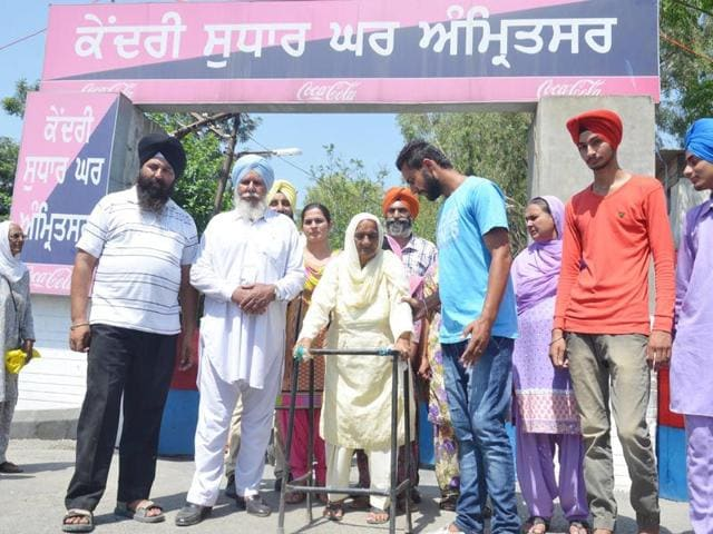 Family-members-of-Gurdeep-Singh-Khera-coming-out-of-Central-Jail-after-in-Amritsar-Sameer-Sehgal-HT