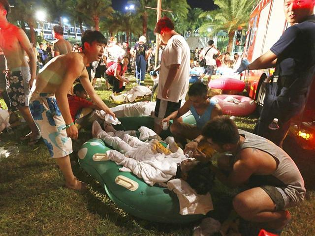 People-carry-an-injured-man-at-the-Formosa-Fun-Coast-amusement-park-after-an-explosion-in-the-Pali-district-of-New-Taipei-City-in-Taiwan