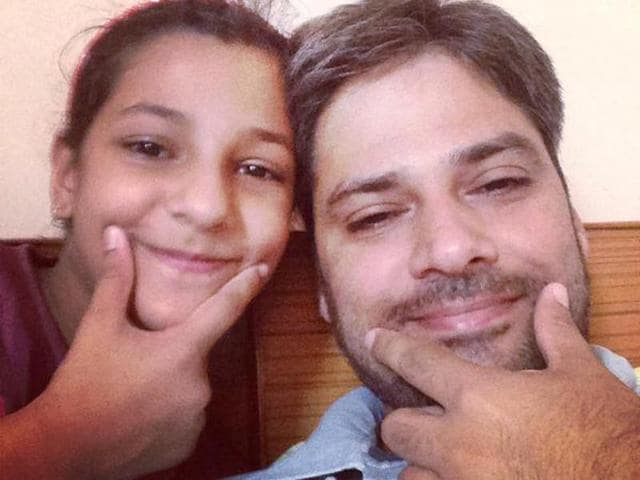 A-father-poses-with-his-daughter-as-SelfieWithDaughter-trends-on-Twitter