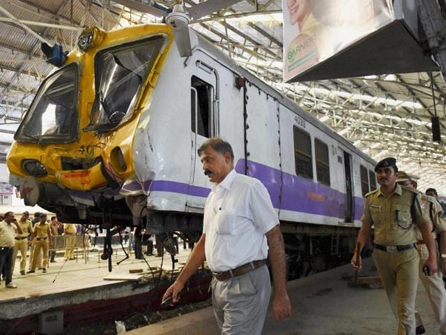 Churchgate station,train accident,train derails