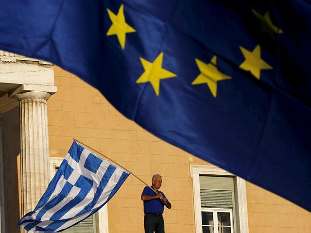 The-Greek-R-and-the-European-union-flag-flutter-in-front-of-the-Bank-of-Greece-headquarters-in-Athens-AFP-Photo