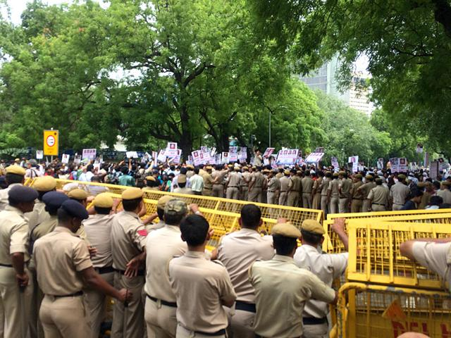 AAP-workers-protesting-against-BJP-at-Jantar-Mantar-HT-Photo