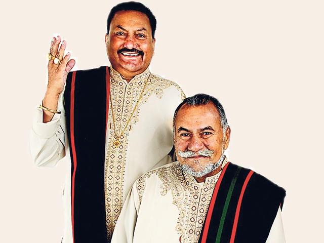 The-Wadali-Brothers-Puranchand-Wadali-seated-and-Pyarelal-Wadali-are-Sufi-singers-from-Punjab